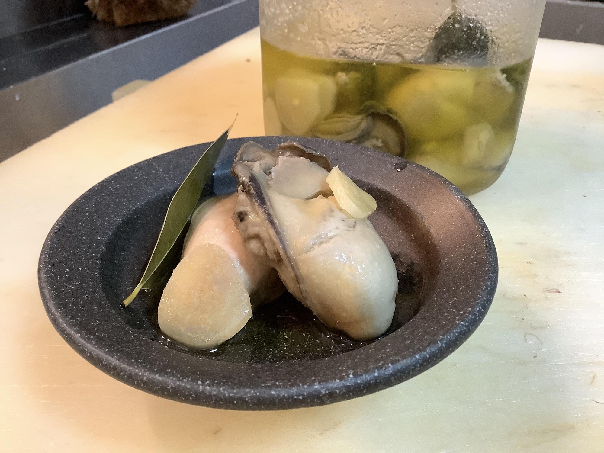 生牡蠣のガーリックオイル漬け